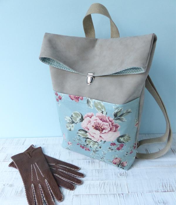rucksack-rosen-hand